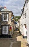 LOOE, Cornualha, Inglaterra, Reino Unido - 10 de setembro de 2018: Looe um porto de pesca e um recurso de feriado muito populares imagem de stock royalty free