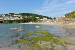 Looe stad och strand Cornwall England Arkivfoto