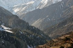 Looking across the valley heading towards Lake Tilicho and the steep sided mountains of the Himalayas. On the Annapurna Circuit. N. Epal stock photography