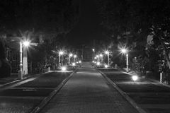Looking down road at night Royalty Free Stock Photos