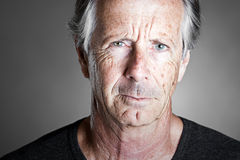 looking man senior stern Στοκ εικόνα με δικαίωμα ελεύθερης χρήσης