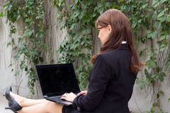 Looking over shoulder of business woman with laptop Royalty Free Stock Photography