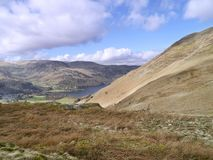 Looking to Ullswater, with walkers coming up to Boredale Hause Stock Photos