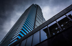 Looking up at a modern building under a cloudy sky in Philadelph. Ia, Pennsylvania Stock Photography