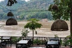 Loop de Mekong Rivier in Luang Prabang, Laos royalty-vrije stock fotografie