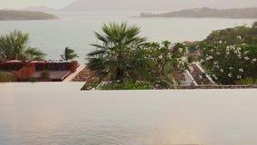 Loopable Cinemagraph nieskończoność basenu wody powierzchnia z Dennym widokiem przy zmierzchem zdjęcie wideo