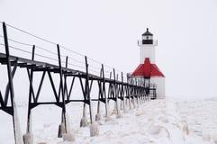 Loopbrug aan St. Joseph North Pierhead Lighthouse royalty-vrije stock foto's