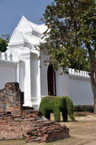 Lop Buri, Tailândia: Elefante do Topiary & porta do palácio Foto de Stock Royalty Free
