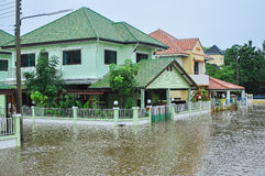 Lopburi,泰国, 2010年10月17日:重的暴雨导致a 库存图片