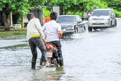 Lopburi,泰国, october/06/2011 :重的暴雨导致fl 免版税图库摄影