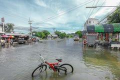 Lopburi, Таиланд 6-ое октября 2011: дождь в течение нескольких дней, causin Стоковые Изображения