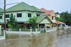 Lopburi, Tailândia, o 17 de outubro de 2010: A chuva torrencial pesada causou a Imagens de Stock