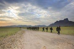 LOPBURI THAÏLANDE 25 décembre : pratique en matière thaïlandaise de soldat d'armée au long terme Images libres de droits