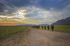 LOPBURI THAÏLANDE 25 décembre : pratique en matière thaïlandaise de soldat d'armée au long terme Photos libres de droits