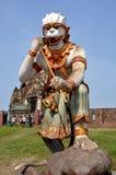Lopburi, Thailand:  Affe-Statue bei Wat San Yot Lizenzfreie Stockfotos