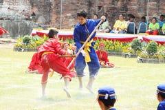 LOPBURI THAILAND - FEB 16: Siamese soldatslagsmål ett på ett som är sh Royaltyfria Bilder
