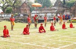 LOPBURI THAILAND - FEB 16: Traditionell show för Siamese soldater på Arkivbild
