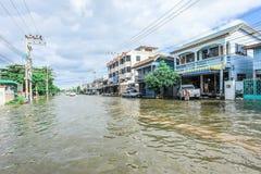 Lopburi Thailand, october/06/2011: Den tunga hällregnet orsakade en fl Arkivbilder