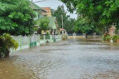 Lopburi, Thailand, 10 Oktober 2010: De zware stortbui veroorzaakte a Stock Fotografie
