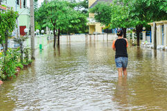 Lopburi, Thailand, am 10. Oktober 2010: Der schwere Regenguß verursachte a stockbild