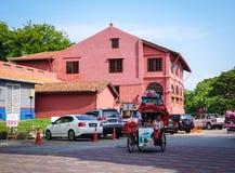 Lopen het met drie wielen op straat in de Stad van Malacca, Maleisië royalty-vrije stock foto