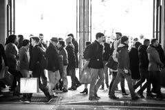 Lopend in de straat van Oxford, de belangrijkste bestemming van Londoners voor het winkelen het UK Royalty-vrije Stock Afbeelding