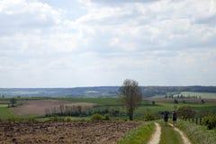 Lopend door de romantische gebieden van agrarisch Zuid-Limburg, de meest zuidelijke provincie van Nederland stock afbeeldingen