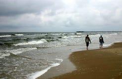Lopend door zeekust, II stock foto