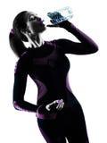 Lopend jogger geïsoleerd de jogging drinkwater van de vrouwenagent silh Stock Foto's