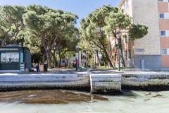 Lopend langs de smalle straten en de kanalen van Venetië, Italië Royalty-vrije Stock Fotografie
