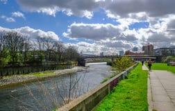 Lopend naast de Rivier Lea bij Boog, Londen royalty-vrije stock afbeelding