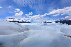 Lopend op de gletsjer Patagoni?, Argentini? van Perito Moreno stock afbeelding