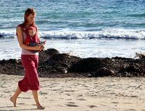Lopend op het strand, samen Royalty-vrije Stock Foto's