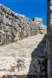 Lopend op kasteelmuren, Budva, Montenegro royalty-vrije stock foto's