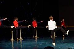 Lopende de Dansacademie die van raads jaarlijkse Peking van het de dansonderwijs van test opmerkelijke kinderen ` s de voltooiing royalty-vrije stock fotografie