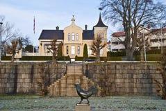 Lopende haan & villa's in Halden Stock Foto