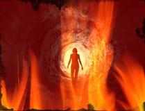 Lopende mens in de tunnel op brand stock afbeelding