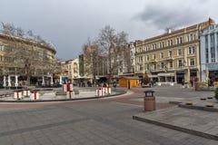 Lopende mensen bij de centrale voetstraat in stad van Plovdiv, Bulgarije royalty-vrije stock fotografie