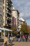 Lopende mensen op Boulevard Vitosha in stad van Sofia, Bulgarije Royalty-vrije Stock Foto's