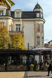 Lopende mensen op Boulevard Vitosha in stad van Sofia, Bulgarije Stock Foto