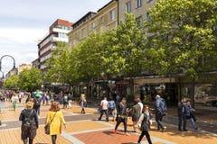 Lopende mensen op Boulevard Vitosha in stad van Sofia, Bulgarije royalty-vrije stock afbeeldingen