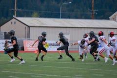 Lopende middelbare schoolvoetbal royalty-vrije stock fotografie