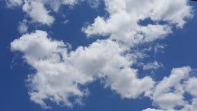 Lopende wolken Stock Afbeelding