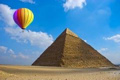 Lopp ballong för varm luft, Egypten, Pryamid arkivfoton