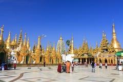 lopp för asia pagodashwedagon Arkivbilder