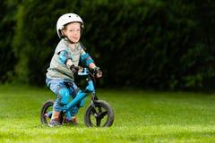 Lopp för barncykelsport Arkivbild