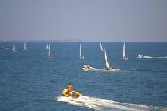 Lopp för många segelbåtar, Burgas Fotografering för Bildbyråer