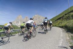 Lopp för väg för bycicle för Enel för Maratona dlesDolomites Arkivfoto