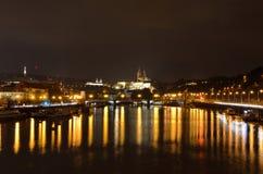 Lopp i Prague på natten Royaltyfri Fotografi