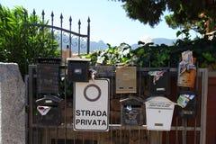 Lopp Italien: brevlådor i Sardinia arkivfoton
